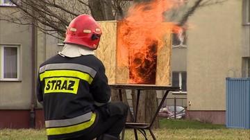 Grożą pożarem, utratą dłoni, a nawet śmiercią. Służby tłumaczą, jak obchodzić się z fajerwerkami