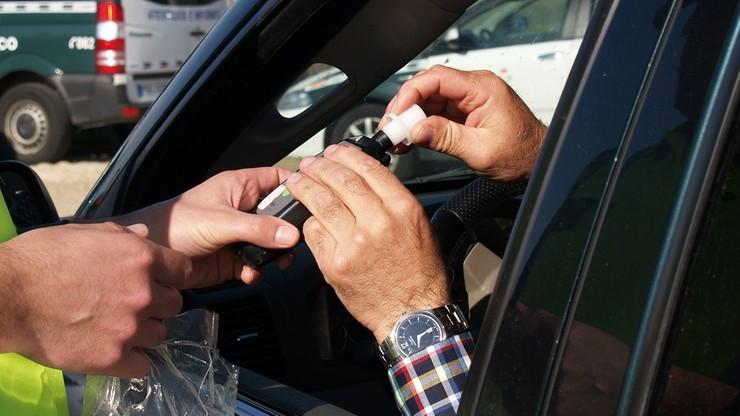 Mrągowo: jechał pijany, bez prawa jazdy, z pasażerem poszukiwanym przez policję