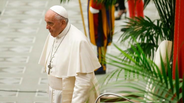 """Papież do duszpasterza osób LGBT. """"Bóg zbliża się z miłością do każdego"""""""