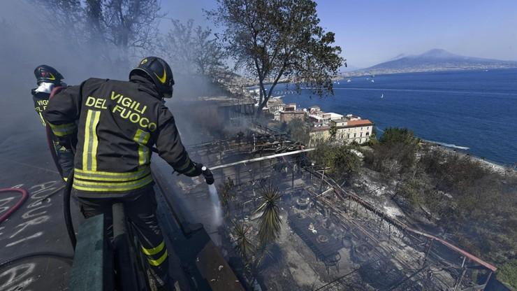 Strażacy walczą z pożarami w rejonie Rzymu i Neapolu