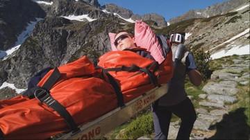 """Niecodzienna wspinaczka w Tatrach. Sparaliżowana kobieta """"weszła"""" na szczyt"""
