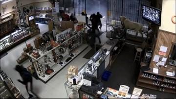 USA: włamanie do sklepu z bronią - jak z filmu