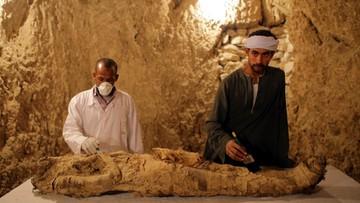 """""""Ważna osobistość"""" w niezbadanym grobowcu. Archeolodzy odkryli mumię sprzed 3,5 tys. lat"""