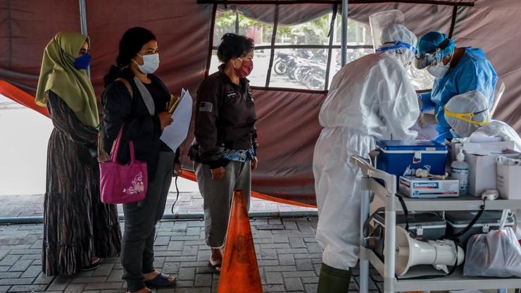 Tajlandia. Test na koronawirusa z użyciem potu pod pachami. Ma być dokładny w 95 proc.
