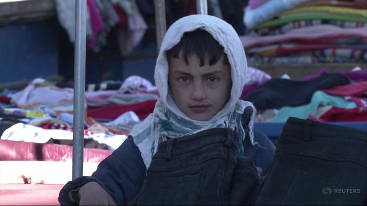 Ludzie koczują pod piekarniami licząc, że ktoś kupi im chleb. Dziennikarka o sytuacji w Afganistanie