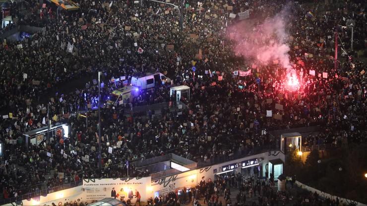 Protesty w poniedziałek. Strajk Kobiet blokuje miasta