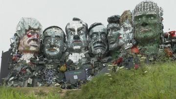 """Zadziwiająca rzeźba. """"Mount Rushmore"""" ze śmieci"""