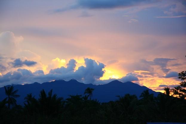 Góry Bosavi w Nowej Gwinei - nad regionem zalegają obecnie chmury kłębiaste, które utrudniają dokładniejszą analizę sytuacji z perspektywy satelity