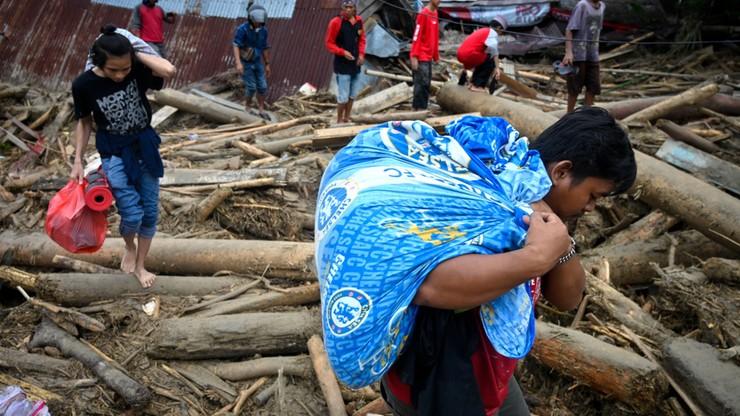 Powodzie i lawiny błotne w Indonezji. Nie żyje co najmniej 21 osób