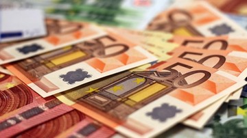 Zsumowali koszty obietnic wyborczych. Ich spełnienie kosztowałoby każdą rodzinę ponad 8 tys. euro