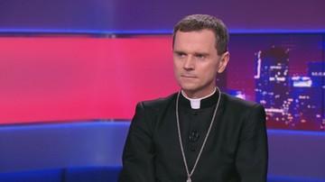 Biskup Milewski: chora ideologia LGBT uderza w tradycyjną rodzinę