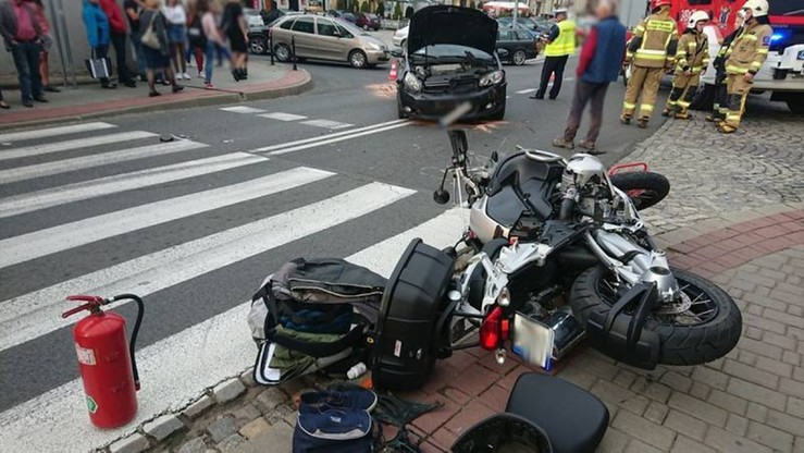 Zderzenie golfa i motocykla na rynku w Grybowie