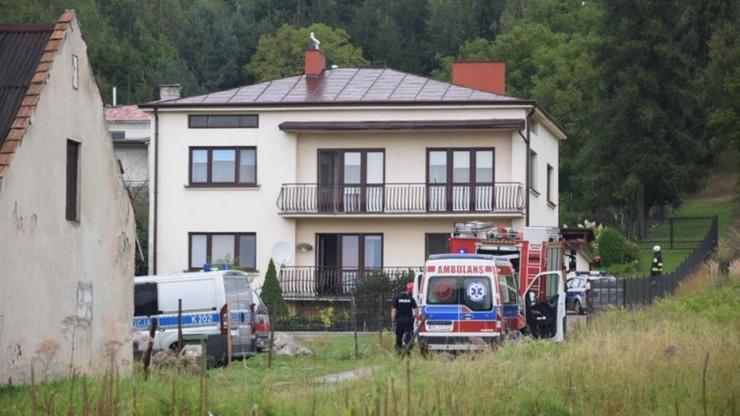 Atak nożownika w Krośnie. Miał ranić żonę i teściową, a potem podpalić dom