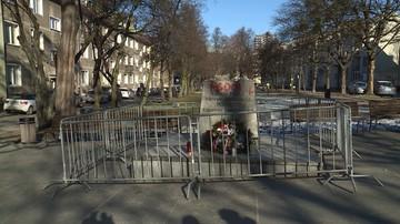 Pomaska pyta szefa MSWiA, czy na jego polecenie pomnik ks. Jankowskiego pilnuje policja