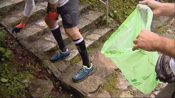 Sprzątają Tatry. Tysiące ludzi zbierają śmieci pozostawione na szlakach