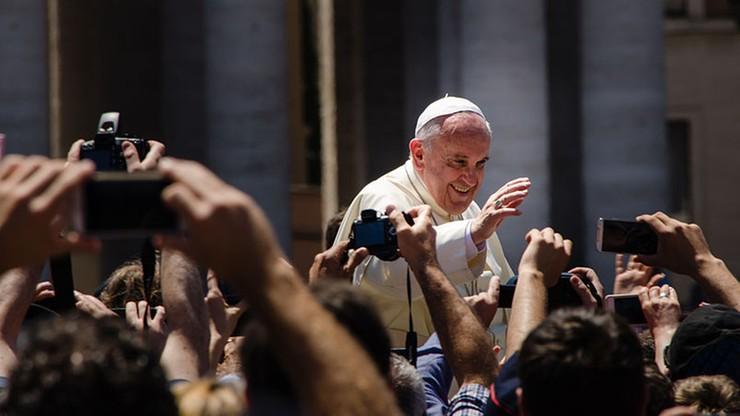 """Papież o małżeństwie. """"Nie wykluczać rozwodników"""""""