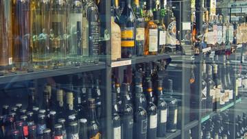 """""""Promocja"""" na alkohol. Para podmieniała kody kreskowe na butelkach. Zamiast 700 zapłaciła 10 zł"""