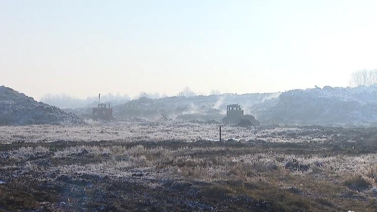 Strażacy niemal dwa tygodnie gasili pożar wysypiska śmieci. Pomagało wojsko