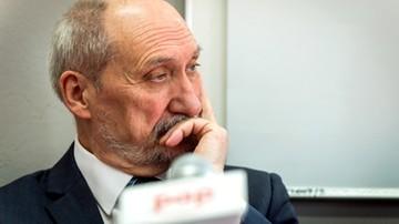 """""""Jak sypał Macierewicz, czyli lustrator ze skazą"""". Przeszłość b. szefa MON pod lupą dziennikarzy"""