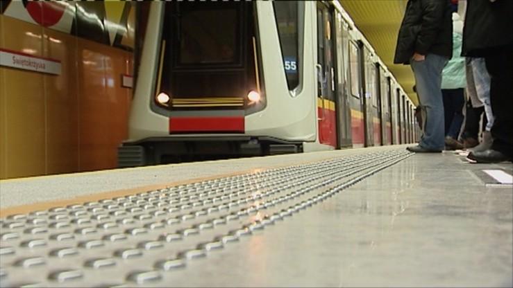 """Druga linia metra ma już rok. """"Przewiozła"""" 35 milionów pasażerów"""