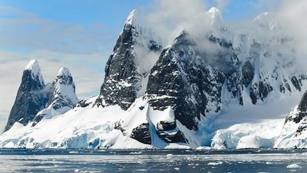 Pokrywa lodowa na jednym biegunie wpływa na pokrywę lodową na drugim
