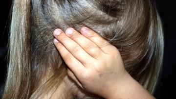 Wielokrotnie gwałcił córkę, ofiarą padła też jej koleżanka. Odpowie przez sądem