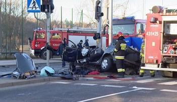 Gdynia: samochód wjechał w słup. Trzech mężczyzn nie żyje. Jedną z ofiar jest raper Leh