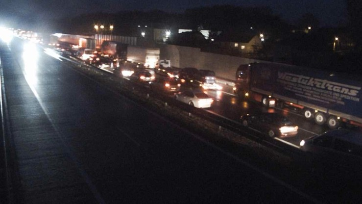 Zderzenie ciężarówki, dwóch busów i auta na A4. Korek w kierunku Rzeszowa