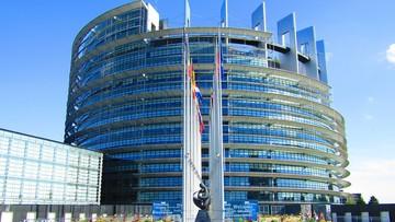 """PE wzywa premiera, by """"nie kwestionował nadrzędności prawa UE nad krajowym"""""""