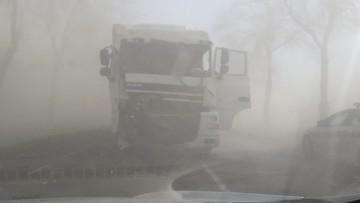 Zderzenie dwóch ciężarówek na Mazowszu. Powodem burza piaskowa