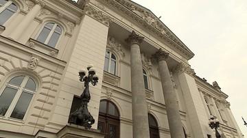 Warunkowo umorzono sprawę byłego europosła, który zniszczył rzeźbę papieża