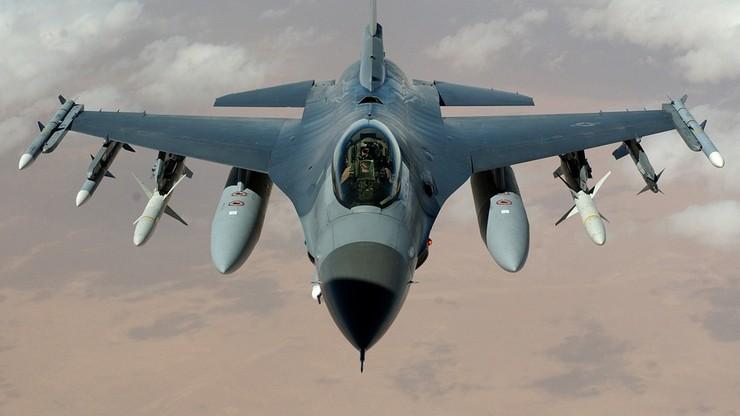 Poznańscy piloci F-16 nagrali w swoich samolotach bajki dla dzieci