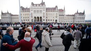 """KE zaniepokojona zawieszeniem węgierskiej gazety """"Nepszabadsag"""""""