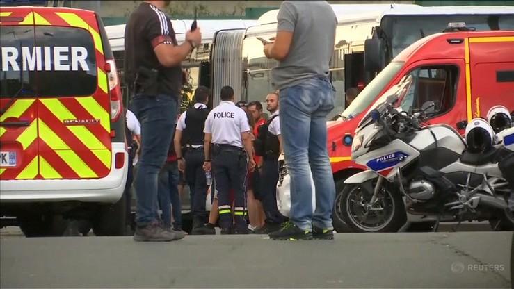 Napaść przy stacji metra na obrzeżach Lyonu. Jedna osoba nie żyje, dziewięć rannych