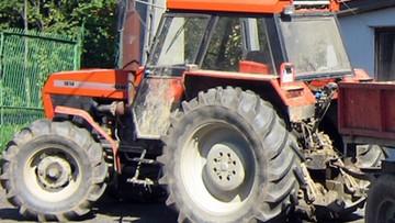 """Traktorzyści na """"podwójnym gazie"""". Jeden spowodował wypadek, drugi ruszył mu na pomoc"""