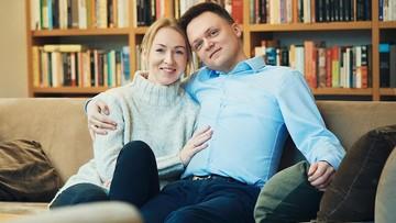 """""""By polityka przestała nas dzielić"""". Politycy składają życzenia; Hołownia zamieścił zdjęcie z żoną"""