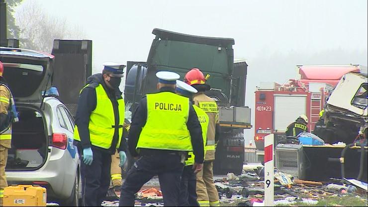 Tragiczny wypadek na S1. Auto uderzyło w ciężarówkę. Zginęła matka i niemowlę