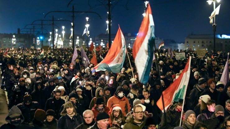 Opozycyjni politycy siłą usunięci z budynku węgierskiej telewizji