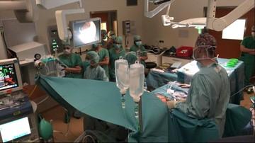 Dwóch pacjentów, jedna operacja. Niebawem naprawa kręgosłupa dziecka w łonie matki