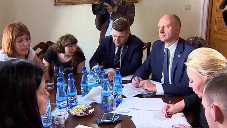 """""""Zostajemy w Sejmie, aż projekt będzie uchwalony"""". Postulaty rodziców niepełnosprawnych osób spisane"""