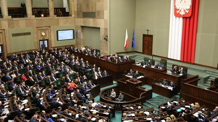 Sondaż: PiS z 33 proc. poparciem, PO - z 22 proc., Nowoczesna i Kukiz'15 - po 8 proc.
