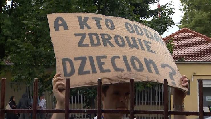 Donald Tusk: skrytykował Jarosława Kaczyńskiego za bezczynność ws. ataku antyszczepionkowców