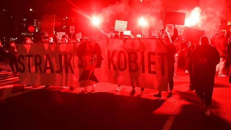 Poniedziałkowe protesty w stolicy. Policja podała statystyki dot. zatrzymań
