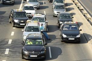 Taksówkarze zawiesili protest do wtorku do godz. 14. Czekają na stanowisko rządu