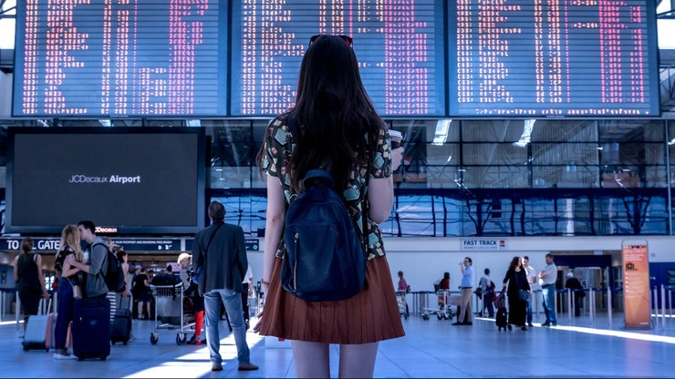 Komisja Europejska rekomenduje łagodzenie restrykcji dla podróżnych