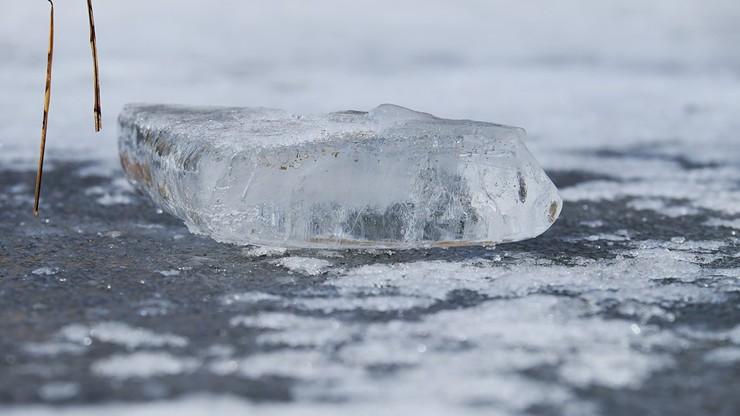 Pod 6-latką załamał się lód. 10-latek zginął próbując ją ratować