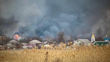 Ukraina: saperzy i strażacy opanowują pożar w największym składzie amunicji
