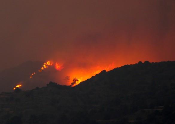 Widok na ogromny pożar w regionie Larnaki