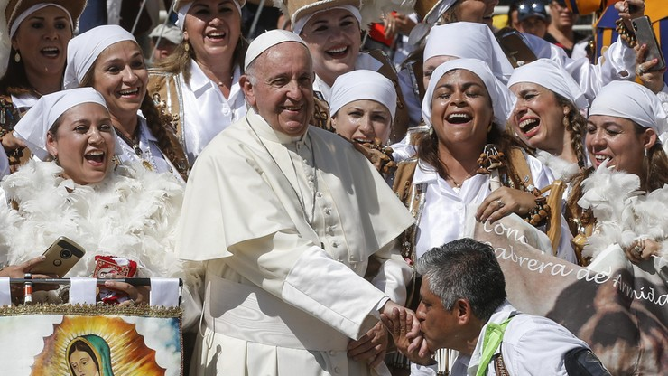Papież rozdał 20 tys. lodów ubogim
