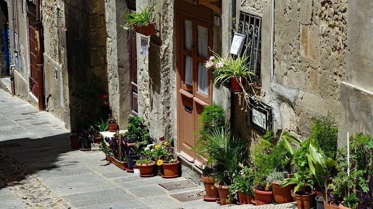Włochy: masowy odzew ze świata na ogłoszenie o sprzedaży domów za 1 euro